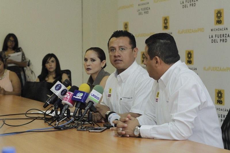 A decir de Torres Piña, desde abril del 2015 que el Instituto Nacional Electoral (INE), estableció medidas para facilitar el cambio de situación registral, a nivel nacional se han realizado 4 mil 473 sustituciones de credenciales para votar