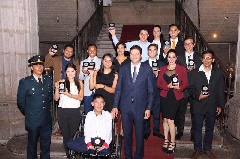 """""""Los jóvenes necesitan espacios para desarrollarse y que más allá del impulso de sus padres, cuenten con políticas de gobierno que les permita tener más oportunidades"""", dijo el alcalde Alfonso Martínez"""