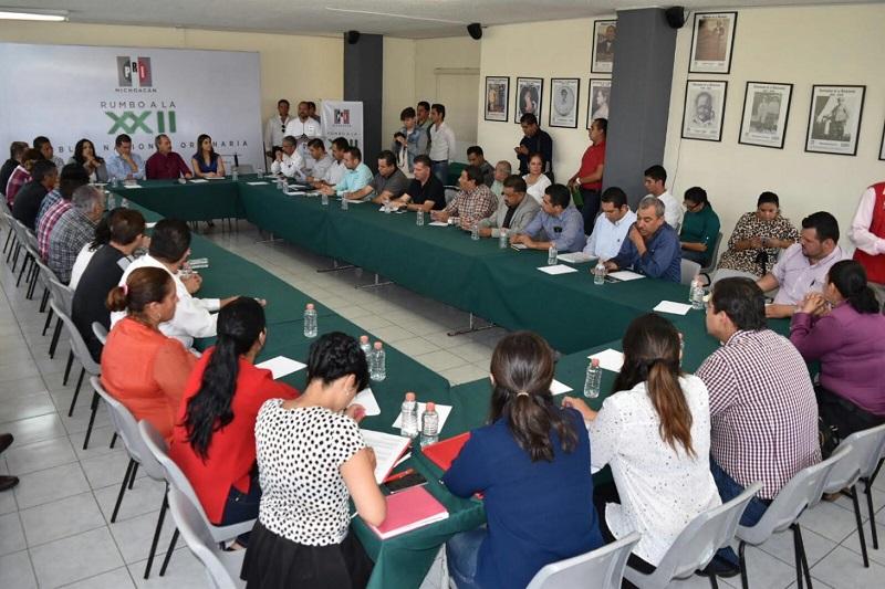 El dirigente estatal explicó que las mesas de trabajo las presiden legisladores debido a que el objetivo fundamental es que las propuestas que presente Michoacán puedan convertirse en iniciativas de ley