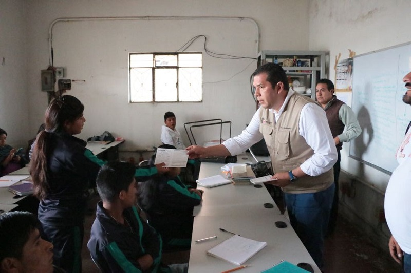 Barragán Vélez explicó que son tres modalidades en las que los alumnos pueden acceder a una beca: Beca Futuro, Becas Prospera y Becas Probems