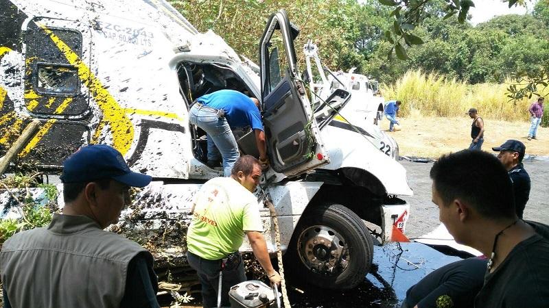 En el interior de la vivienda quedaron lesionados Irma P., de 48 años y Jesús Agustín P., de 31 años de edad, las tres personas lesionadas fueron trasladadas al Hospital regional de Los Reyes para recibir atención médica