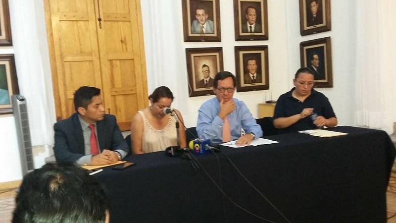 Por su parte, Gualberto Ramírez Gutiérrez, titular de la Unidad Especializada en Combate al Secuestro de la PGJE, confirmó que ninguna línea de investigación está descartada, pues en cada caso se comienza de cero y todos los indicios son considerados