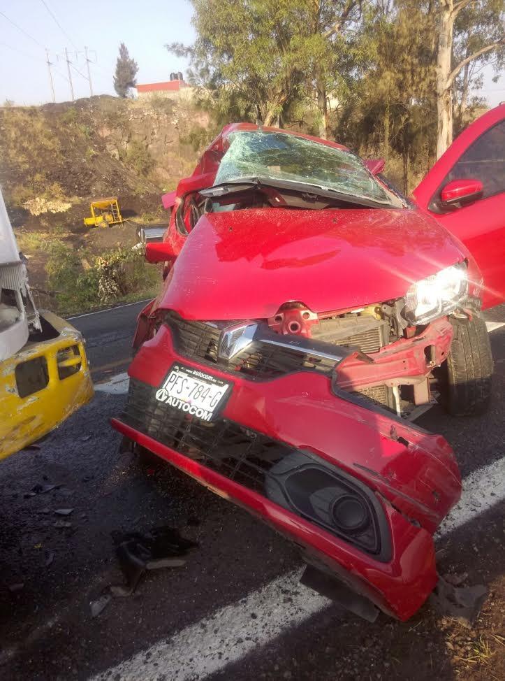 Minutos después de las 07:00 de la mañana reportaron a la línea de emergencias que sobre la carretera Morelia–Charo pasando la comunidad de La Goleta se encontraba un accidente entre un camión y un vehículo compacto