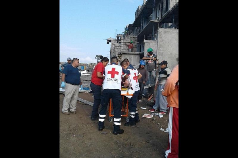 Minutos después arribó una unidad médica de la Cruz Roja para trasladar a la persona al IMSS Regional para su atención médica