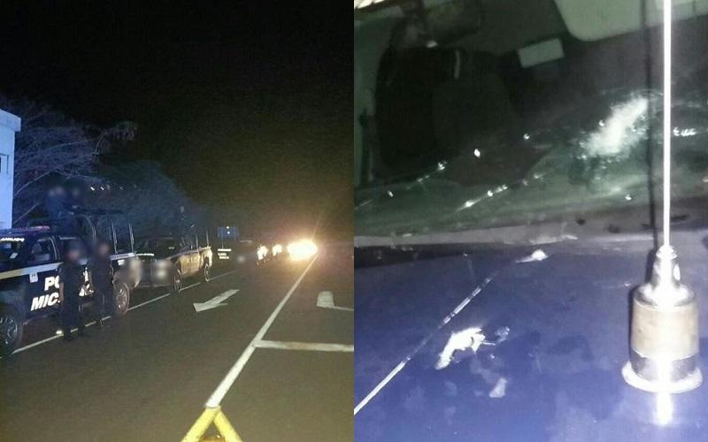 Tras la agresión, la patrulla presentó tres impactos de bala en el cofre y dos en el parabrisas, al parecer de AK-47 y R-15; ninguno de los policías resultó herido