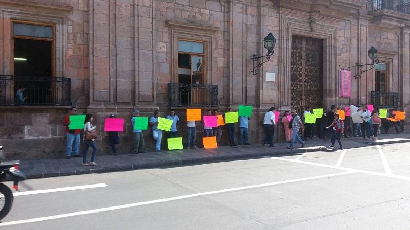 Sin afectar la circulación de la Avenida Madero, los trabajadores del volante exigieron al gobierno que se lleve a cabo el trámite, pues insistieron en que si no trabajan no comen