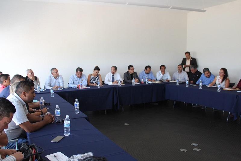 Se reúne el rector de la Universidad Michoacana con integrantes de la dirigencia del Sindicato de Empleados