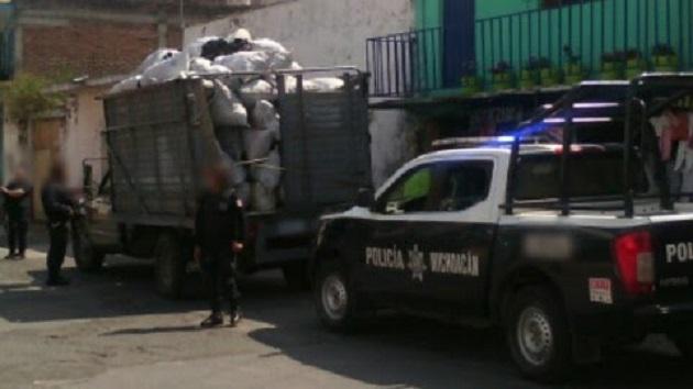 Los costales, el vehículo y las dos personas fueron puestos a disposición de la autoridad competente