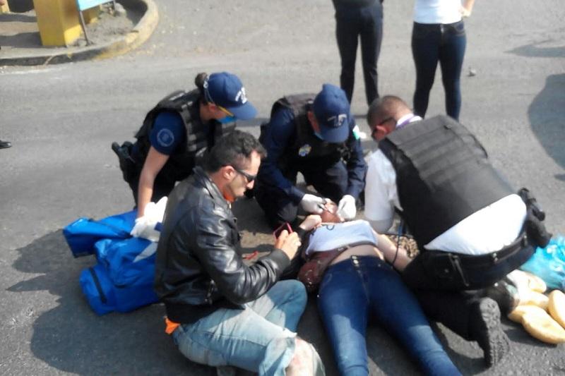 Personal de la Policía Michoacán se hizo cargo de realizar el peritaje para deslindar responsabilidades del accidente
