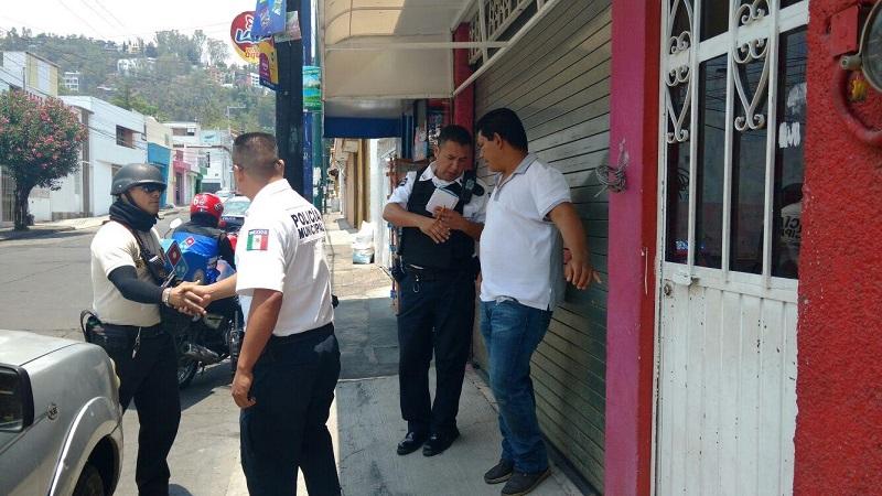 Al lugar arribaron elementos de la Policía de Morelia y de Grupo Tigre de seguridad privada, para auxiliar al repartidor (FOTO: FRANCISCO ALBERTO SOTOMAYOR)