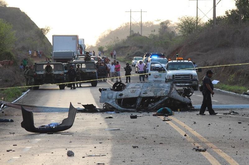 Personal de la Fiscalía Regional de Guerrero realizó el levantamiento de ambos cuerpos los cuales se encontraban desmembrados