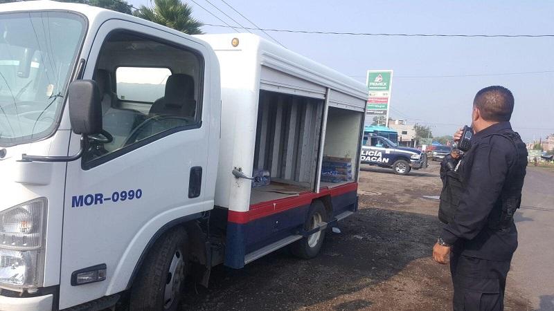 """En el interior de la normal de Tiripetío se encontraban vehículos de empresas repartidoras las cuales ya estaban siendo saqueados por """"estudiantes"""", por lo que intercambiaron las autoridades los dos detenidos por vehículos"""