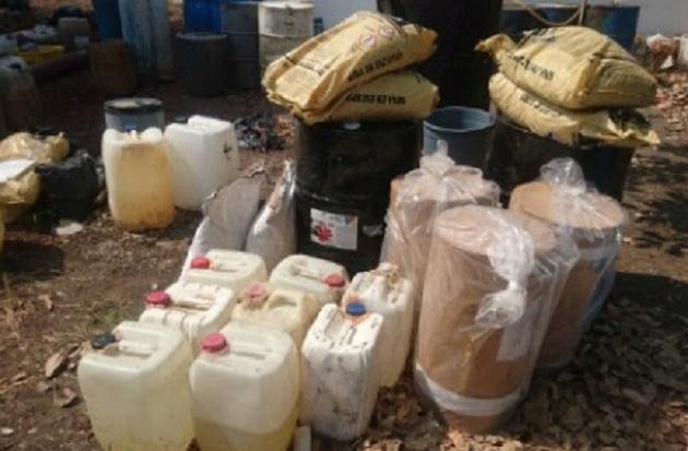 Los tambos, bolsas y el bidón fueron puestos a disposición de la autoridad competente