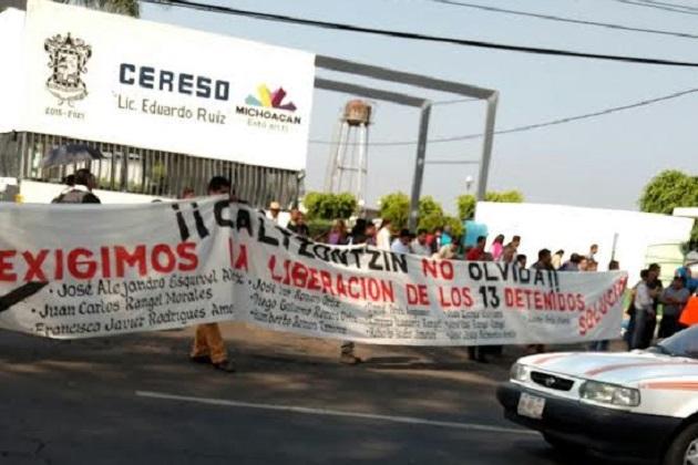 Además, los manifestantes exigen le sean devueltos a la comunidad predios que pertenecen al Ayuntamiento de Uruapan y aquellos en que se asienta el Centro de Reinserción Social