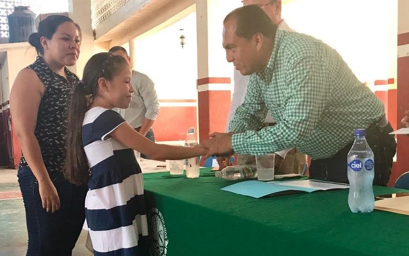 La Sedesol a través del Seguro de Vida para Jefas de Familia, ha entregado recursos por el orden de los 117 mil pesos durante el 2017 en beneficio de ocho familias del municipio de La Huacana