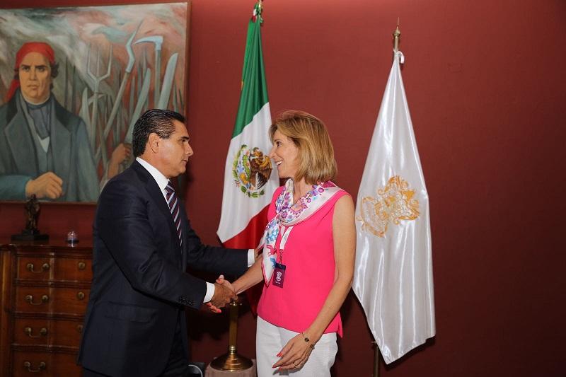 Por su parte, Morera Mitre, quien también es invitada permanente del Consejo Nacional de Seguridad Pública compartió con el mandatario estatal su visión -desde el exterior- de lo que acontece en Michoacán