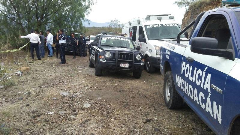 Personal de la Unidad Especializada en la Escena del Crimen realizó el levantamiento del cuerpo para trasladarlo al Servicio Médico Forense