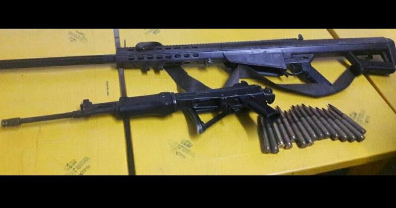 Las armas de alto poder fueron halladas abandonadas entre la maleza, cuando elementos policiales y castrenses realizaban recorridos de vigilancia y prevención en la localidad de Vicente Guerrero