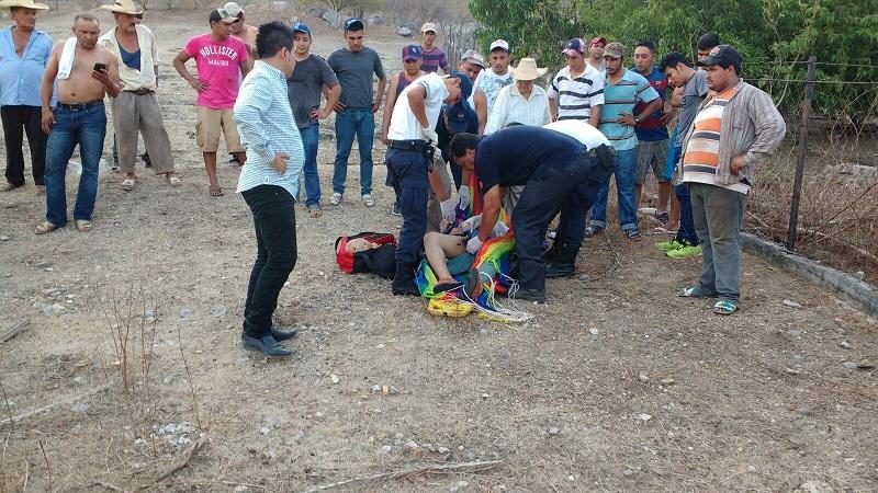Aproximadamente a las 19:30 solicitaron a la base de la Policía Michoacán Unidad Huetamo el apoyo con una unidad médica para una persona que había caído de un árbol en la comunidad de Comburindio