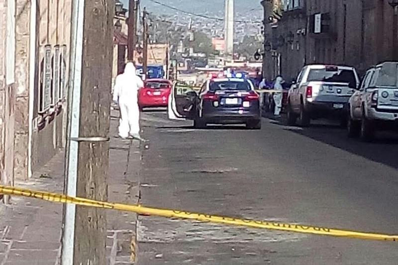 Al lugar arribaron elementos de la Policía Michoacán y de la UEEC de la PGJE para abrir la carpeta de investigación correspondiente (FOTO: FRANCISCO ALBERTO SOTOMAYOR)