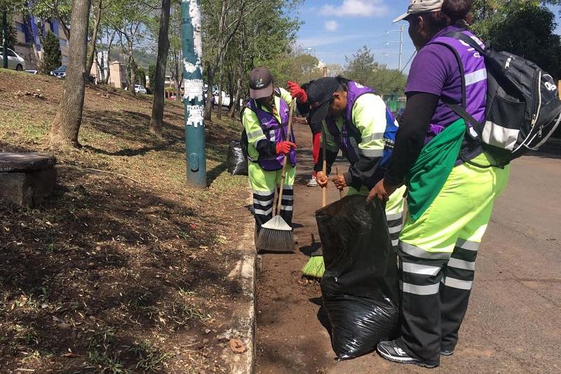 Trabajadores del Ayuntamiento de Morelia olvidan diferencias sindicales y realizan jornada intensa de limpieza