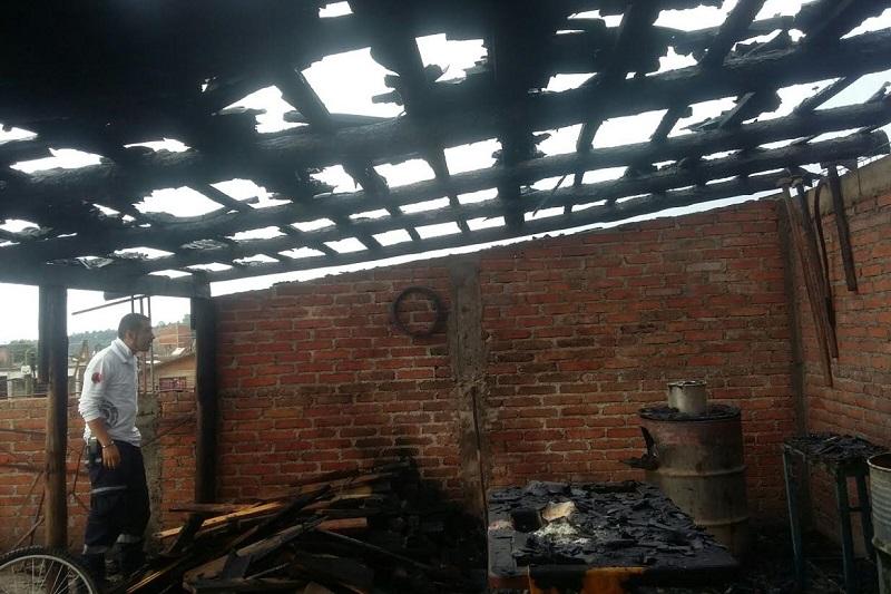 La propietaria Gloria G., indicó que desconocía la causa que ocasionó el fuego, donde no hubo personas lesionadas únicamente cuantiosos daños materiales