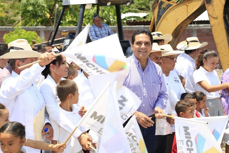 En los trabajos que se realizarán en los tres institutos educativos, se invertirán 5 millones 153 mil pesos, lo que beneficiará a decenas de estudiantes: Aureoles Conejo