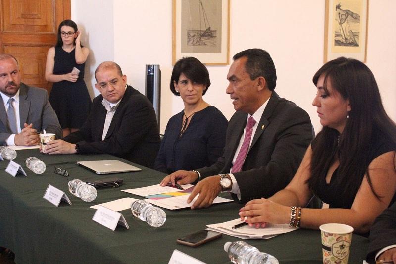 López Solís informó que en lo que respecta a la parte gubernamental se trabaja en la línea de la homologación y de la organización