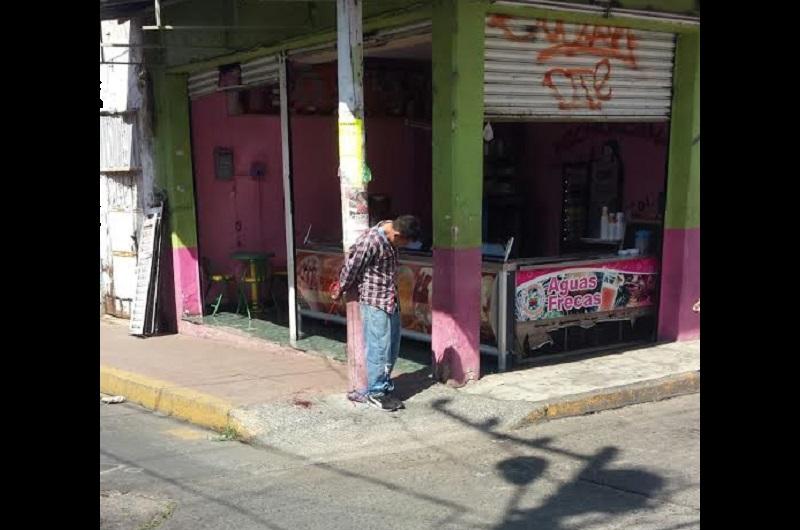 Tras ser detenido, el presunto ladrón fue amarrado en el cruce de las calles Cuauhtémoc y Constitución de la colonia Centro