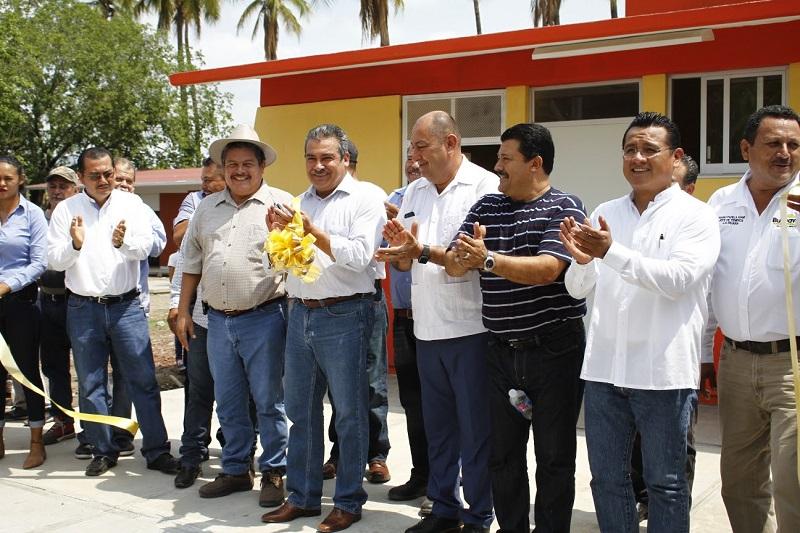 Torres Piña destacó que con obras y acciones de esta naturaleza, tanto los gobiernos como los representantes del PRD, le dan respuesta a la confianza de la gente