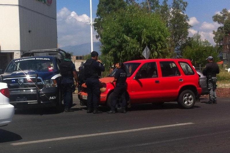 Al lugar arribaron agentes de la Policía Michoacán para realizar las actuaciones de ley correspondientes (FOTO: FRANCISCO ALBERTO SOTOMAYOR)
