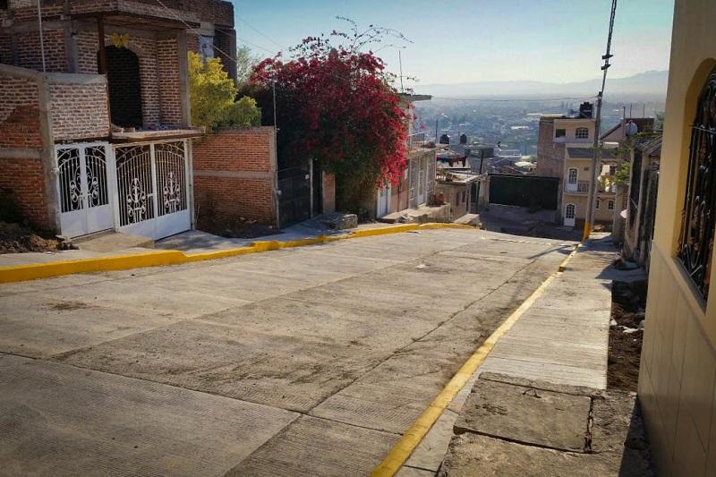 """Al inicio de la presente administración estatal, la SCOP terminó tres comedores escolares en los jardines de niños """"Pablo Neruda"""" y """"Valentín Gómez Farías"""", así como en la primaria de tiempo completo """"Benito Juárez"""""""