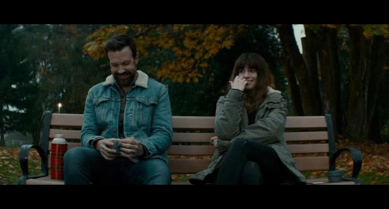 Es cierto que la caprichosa mezcla de géneros, además de las trampas del guión y las destempladas vueltas de tuerca pueden resultar desconcertantes, pero la cinta se equilibra con un elenco cumplidor, un peculiar sentido del humor y la gratificante presencia de Anne Hathaway