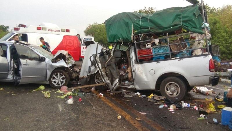 La autopista fue cerrada parcialmente mientras personal de la Policía Federal realizaba el peritaje y retiraba las unidades siniestradas