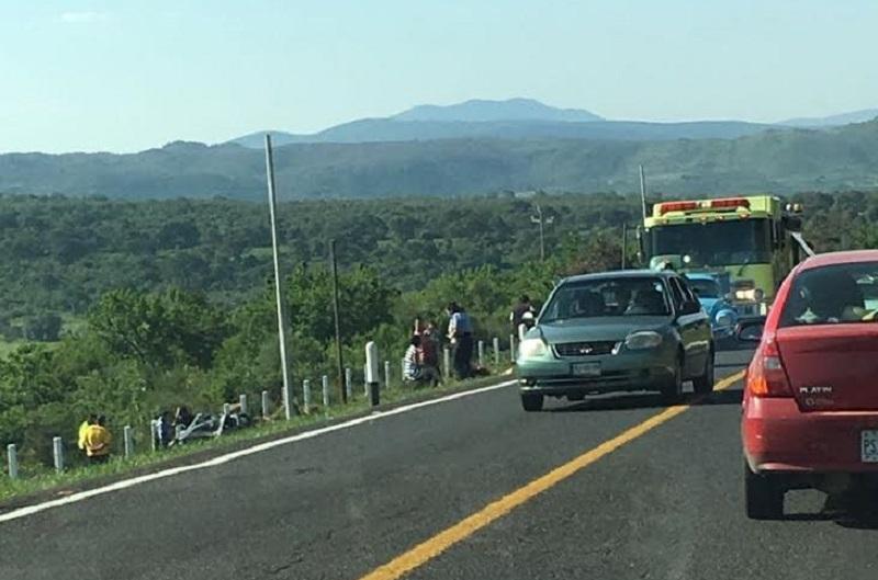 Autoridades correspondientes fueron las encargadas de realizar el peritaje del accidente y deslindar responsabilidades así como retirar las unidades a un corralón