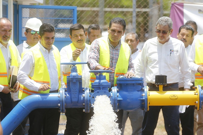 """""""Hoy Pinzándaro tiene un nuevo rostro gracias a los cuatro ejes en los que se trabaja: infraestructura, inversión productiva, desarrollo social y la seguridad pública"""", dijo el mandatario"""