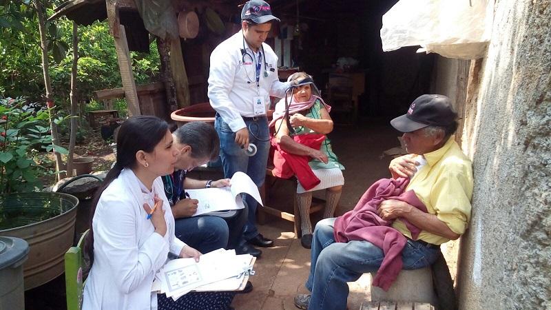 La atención prioritaria ha sido para las personas con discapacidad, adultos mayores, adolescentes embarazadas y niños con desnutrición, quienes por su condición ameritan una atención especializada