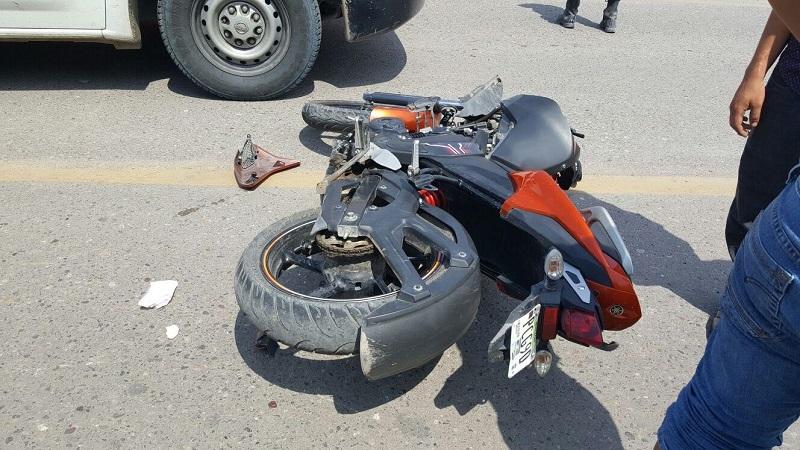Tras el percance la camioneta se dio a la fuga dejando en la cinta asfáltica lesionado a un joven de 17 años aproximadamente