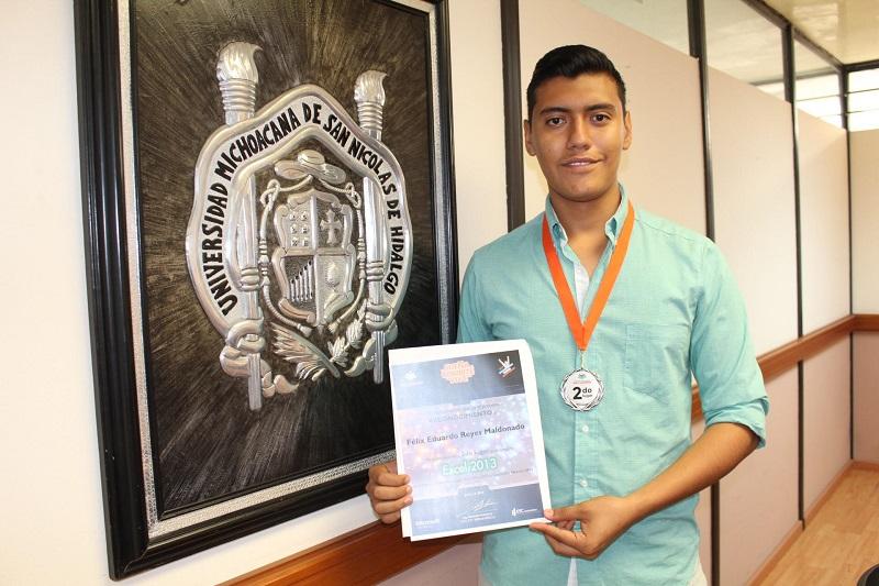 Con 19 años de edad, el alumno nicolaita informó que la calidad de su trabajo durante las dos etapas previas de selección hasta la final nacional, le mereció una medalla y diploma