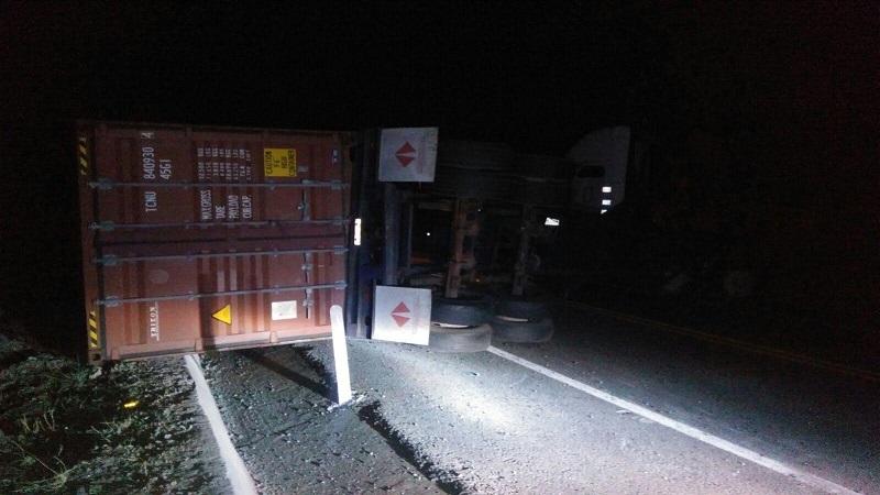 Fue pasadas las 07:30 horas cuándo se logró abrir uno de los carriles para que hubiera fluidez vehicular hacia ambos sentidos