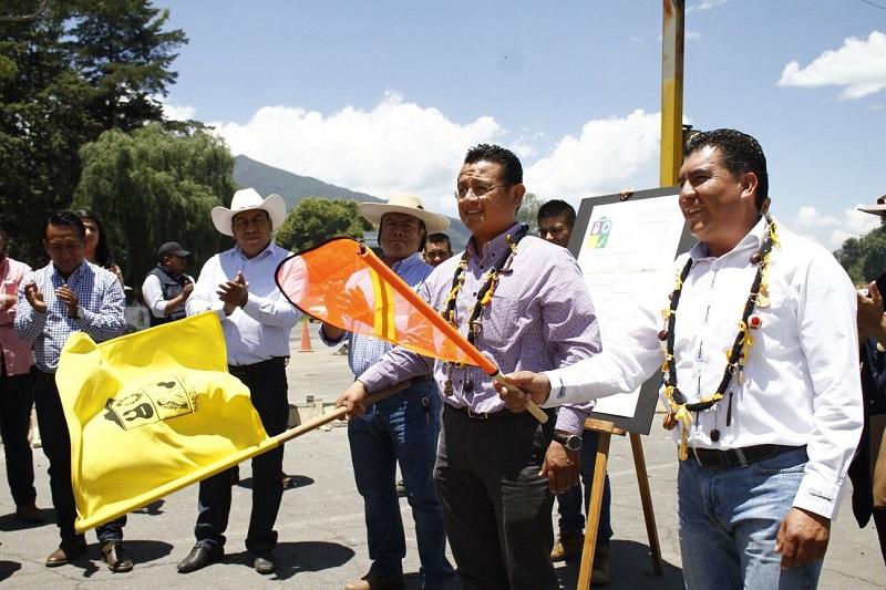 Junto con el alcalde, el líder estatal del PRD y los diputados locales, Manuel López Meléndez, Belinda Iturbide Díaz y Raúl Prieto, inauguraron este martes obras por más de 45 mdp