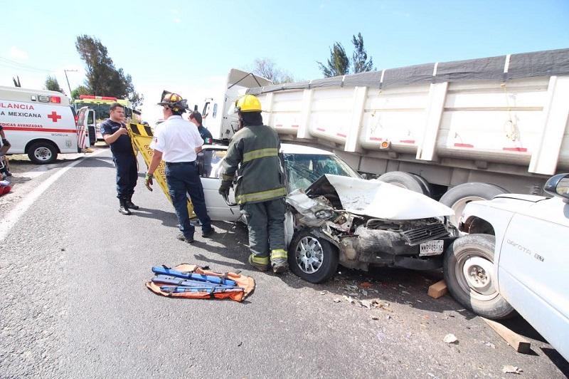En el lugar ya se encuentran unidades de la Coordinación de Protección Civil y Bomberos Municipales de Morelia, así como de la Cruz Roja Mexicana y Bomberos Voluntarios