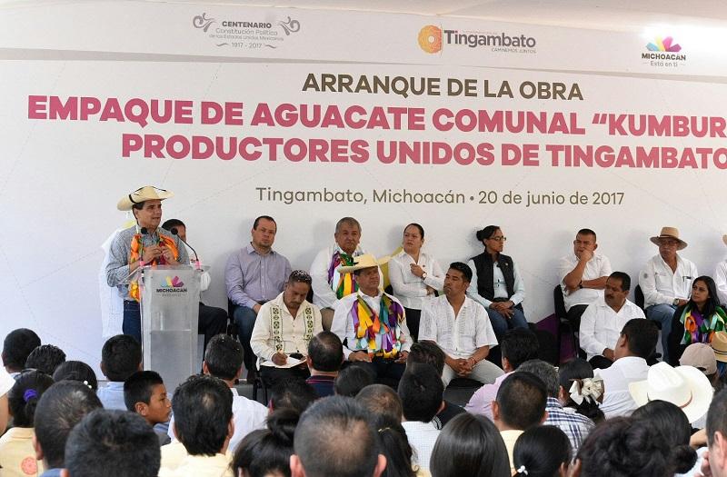 El titular del Ejecutivo Estatal se comprometió con los 100 productores que integran esta asociación en aportar el 50 por ciento del recurso que se necesita para poder consolidar este ambicioso proyecto para exportación de aguacate