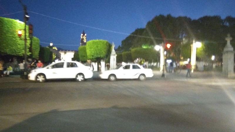 """Dichas organizaciones """"no cuentan con el permiso para asentarse sobre la Avenida"""" y la Cocotra ni cuenta se da, o simplemente permite que los taxistas se adueñen de la antigua Calle Real"""