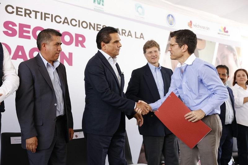 Silvano Aureoles manifestó que el trato que se da al visitante es fundamental para que éste se lleve una buena experiencia, por lo que felicitó a las empresas y personas que recibieron reconocimientos por enriquecer esa labor con su dedicación y entusiasmo
