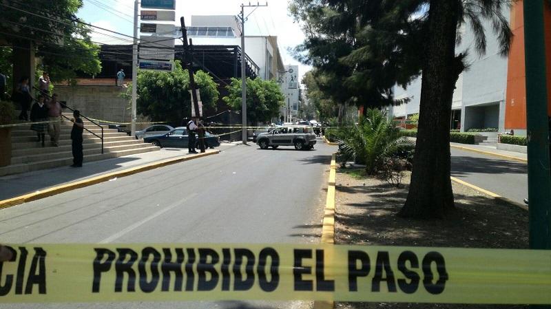 Los detenidos responden a los nombres de Ramón R., de 30 años, Sergio M., de 28 años y Alejandro Román de 39 años de edad, siendo trasladados ante la autoridad correspondiente junto con un arma de fuego y dinero en efectivo