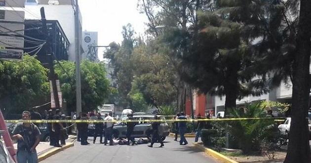 En su huida, los delincuentes fueron perseguidos por la Policía Michoacán por la Avenida Enrique Ramírez Miguel y finalmente interceptados en la calle Artilleros del 47, frente a la Mega Comercial Mexicana