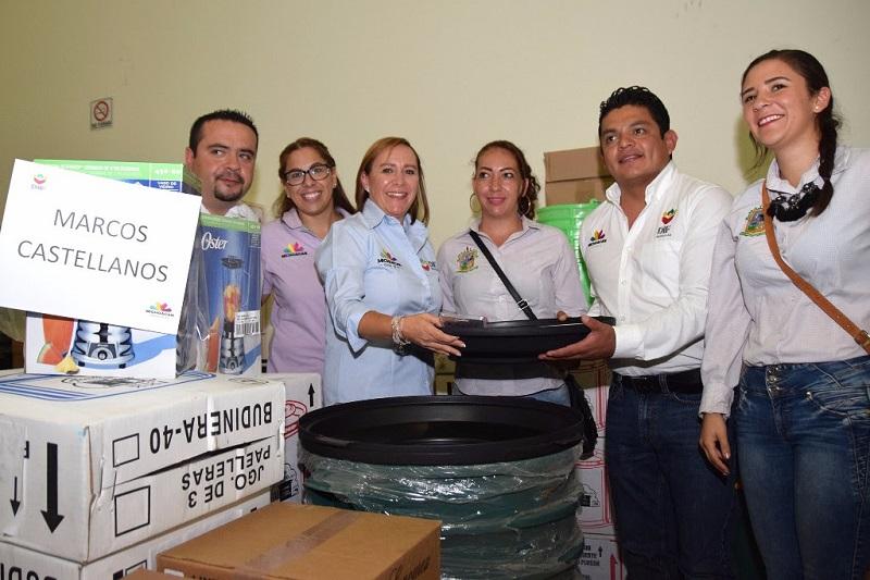 La directora del Sistema DIF Michoacán, Rocío Beamonte, afirmó que la labor que realiza el DIF es una de las actividades más loables, porque se encarga de ayudar a las personas que atraviesan una necesidad