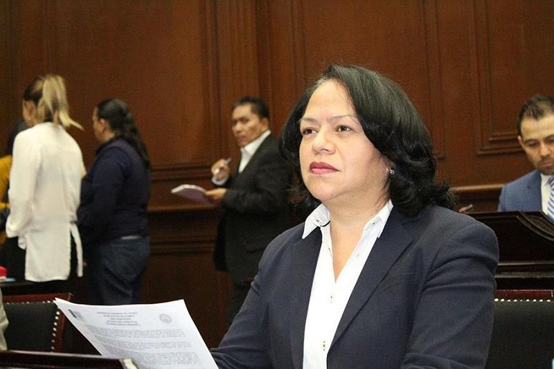 Alcántar Baca recordó que la Ley Orgánica Municipal vigente tiene más de tres lustros de vida y no se ajusta ya a la nueva realidad de Michoacán