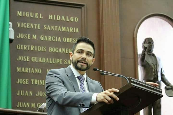 El líder de la bancada perredista plantea la implementación de las nuevas tecnologías,  ya que las mismas pueden ayudar a que la impartición de justicia en Michoacán sea más rápida y transparente